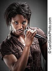 gyönyörű, african woman, éneklés, noha, a, mikrofon