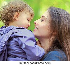 gyönyörű, anya gyermekek, leány, öröm, szabadban, nyár, háttér