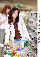 gyönyörű, barna nő, bevásárlás, sorozat, -, kozmetikai department