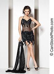 gyönyörű, barna nő, fiatal, fekete, white ruha