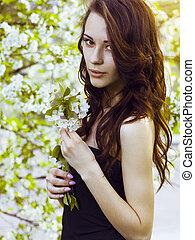 gyönyörű, barna nő, leány, noha, virágzó, cseresznye