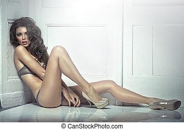 gyönyörű, csábító, kisasszony, alatt, szexi női fehérnemű