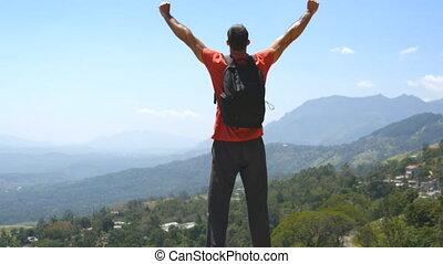 gyönyörű, emelt, hát, fegyver, kanyon, becsuk, feláll., hegy, lassú, hátizsák, fiatal, fenék, victoriously, természetjáró, elérő, outstretching, hands., ember, feláll, indítvány, álló, él, hím, tető kilátás