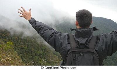 gyönyörű, emelt, hát, fegyver, kanyon, feláll., hegy, lassú, kiránduló, hátizsák, fiatal, fenék, victoriously, természetjáró, elérő, outstretching, hands., ember, feláll, indítvány, álló, él, hím, tető kilátás