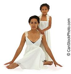 gyönyörű, fekete, anya, lány, portré, alatt, fehér, white, noha, darabka, path.