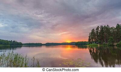gyönyörű, felett, timelapse, tó, felhős, napnyugta, erdő