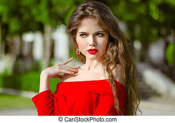 gyönyörű, fiatal lány, külső, portrait., mód, barna nő, alatt, piros, átmérő