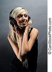 gyönyörű, fiatal, szőke, woman táncol, és, hallgat hallgat zene, noha, fejhallgató