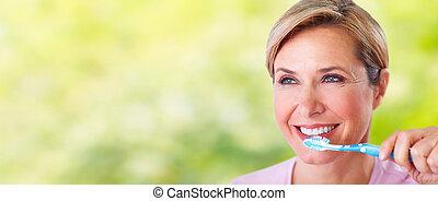 gyönyörű, fogkefe, idősebb ember, nő