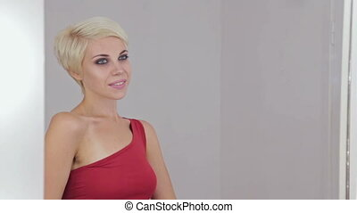 gyönyörű, frizura, nő, fiatal, rövid, konfekcionőr, meglehetősen, érzéki