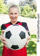 gyönyörű, futball játékos, kiállítás, labda, -ban, liget