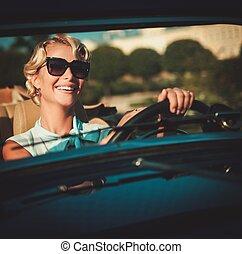 gyönyörű, hölgy, átváltható, sofőr, klasszikus