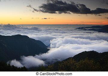 gyönyörű, hegy, napfény, felhő, tenger