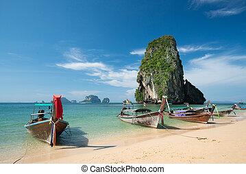 gyönyörű, kék, mészkő, tenger, színes, ég, ao, nang, csónakázik, farok, hosszú, háttér, égszínkék, hintáztatni, tengerpart