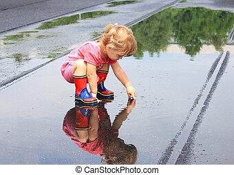 gyönyörű, kicsi lány, eső