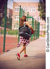 gyönyörű, kisasszony, gyalogló, képben látható, a, sport, föld