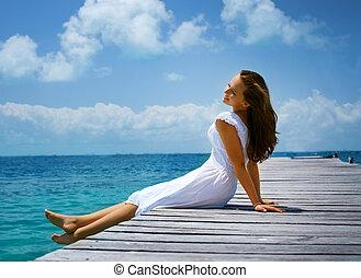 gyönyörű, leány, képben látható, a, pier., óceán