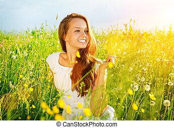 gyönyörű, leány, outdoor., élvez, nature., meadow., allergia, szabad