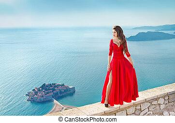 gyönyörű, mód, leány, formál, alatt, nagyszerű, piros ruha, felett, a, tenger