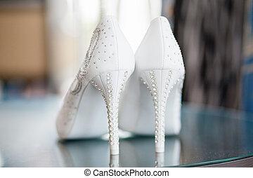 gyönyörű, menyasszony, cipők
