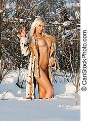 gyönyörű, meztelen woman, tél, forest., szőke