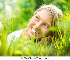 gyönyörű, mosolygós, fű, zöld, leány