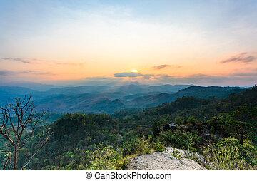 gyönyörű, napkelte, a hegyekben, táj