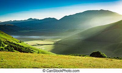 gyönyörű, napkelte, a hegyekben, umbria, olaszország