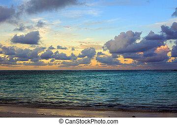 gyönyörű, napnyugta, képben látható, a, tenger