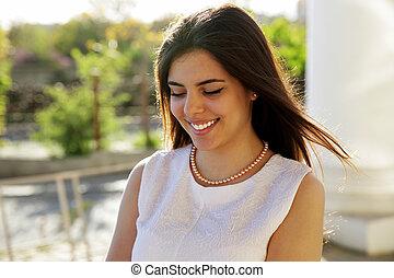 gyönyörű, portré, mosolyog woman, szabadban