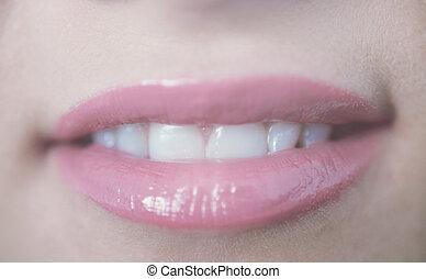 gyönyörű, rózsaszínű, feláll, fiatal, ajkak, száj, fog, becsuk, mosolygós, nyílik, leány