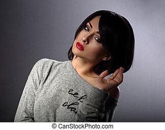 gyönyörű, sötét, nő, ajakrúzs, neki, alkat, rövid szőr, háttér., megható, closeup, szexi, portrait., árnyék, piros, mód