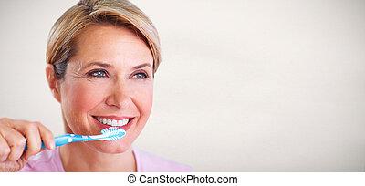 gyönyörű, senior woman, noha, egy, toothbrush.
