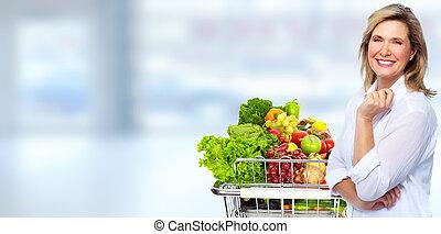 gyönyörű, senior woman, noha, fűszerüzlet bevásárlás, cart.