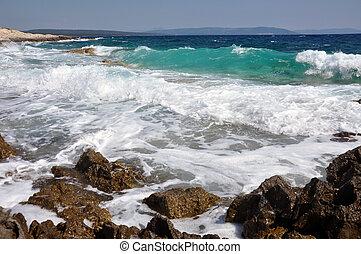 gyönyörű, shoreline, kilátás a tengerre, összezúzás, lenget...