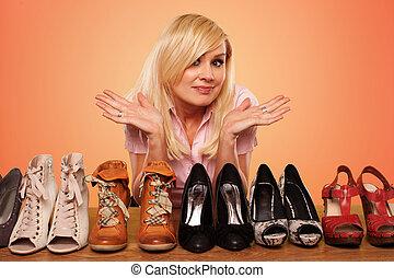 gyönyörű, szőke, gyártás, egy, deccision, körülbelül, cipők