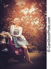 gyönyörű, szőke, woman ül, képben látható, egy, retro,...