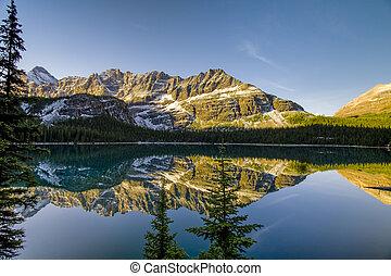 gyönyörű, tó, ohara, alatt, banff nemzeti dísztér
