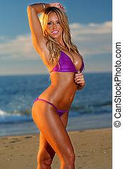 gyönyörű, tengerpart, bikini, leány