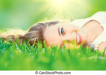 gyönyörű, tizenéves, külső, zöld, leány, fű, fekvő