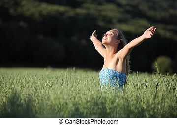 gyönyörű, tizenéves, leány, nevető, alatt, egy, zöld kaszáló