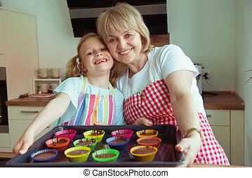 gyönyörű, unokák, neki, modern, nagyanya, portré, boldog, konyha