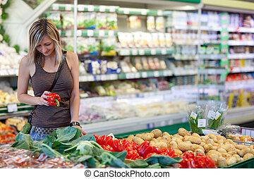 gyönyörű woman, bevásárlás, növényi, fiatal, gyümölcs