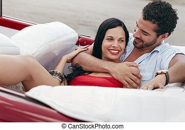 gyönyörű woman, kabrió, autó, ölelgetés, ember