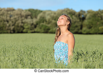 gyönyörű woman, kaszáló, zöld, élvez, felteker