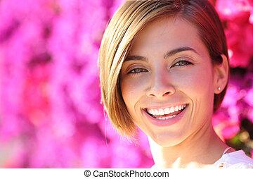 gyönyörű woman, mosolygós, noha, fehér, teljes fog
