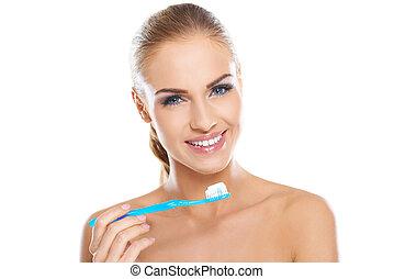 gyönyörű woman, noha, egy, fogkefe krém