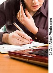 gyönyörű woman, note., fiatal, íróasztal
