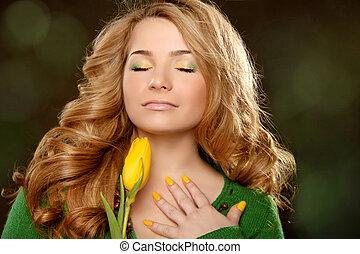 gyönyörű woman, portré, noha, tulipán, felett, black háttér