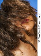 gyönyörű woman, remegő, neki, haj
